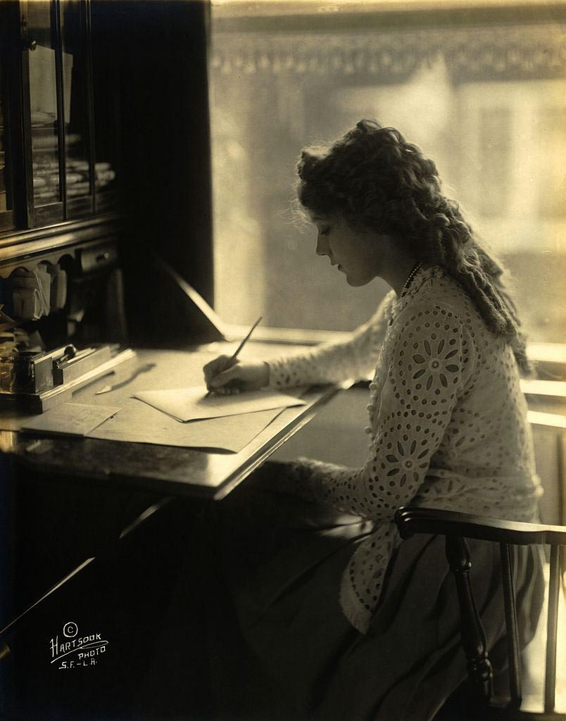 ccommons-Mary_Pickford-desk