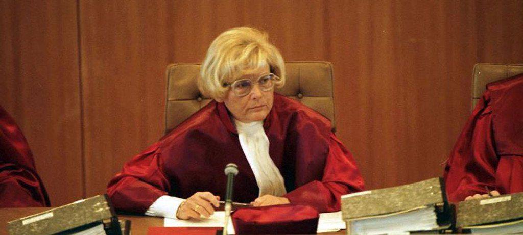 ccommons-ReinekeEngelbert-Bundesarchiv_B_145_Bild-F080597-0002_Bundesverfassungsgericht_Richterin_Karin_Graßhof-1024x461