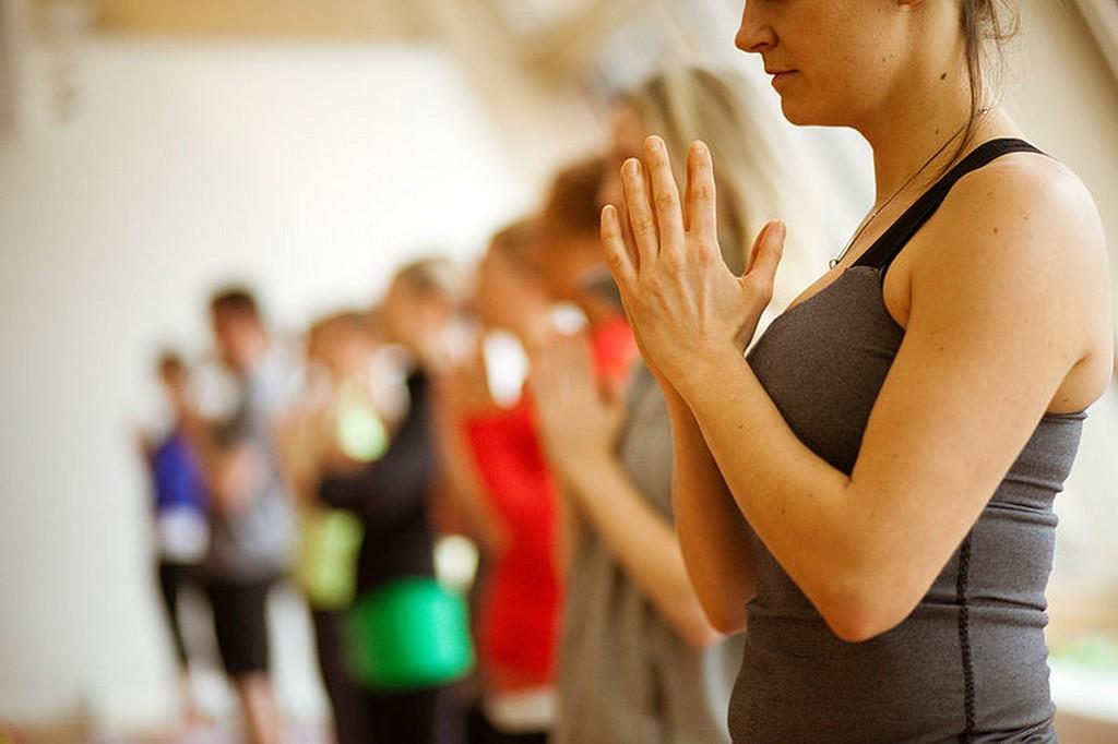 ccommons-lululemon athletica-800px-Yogahands